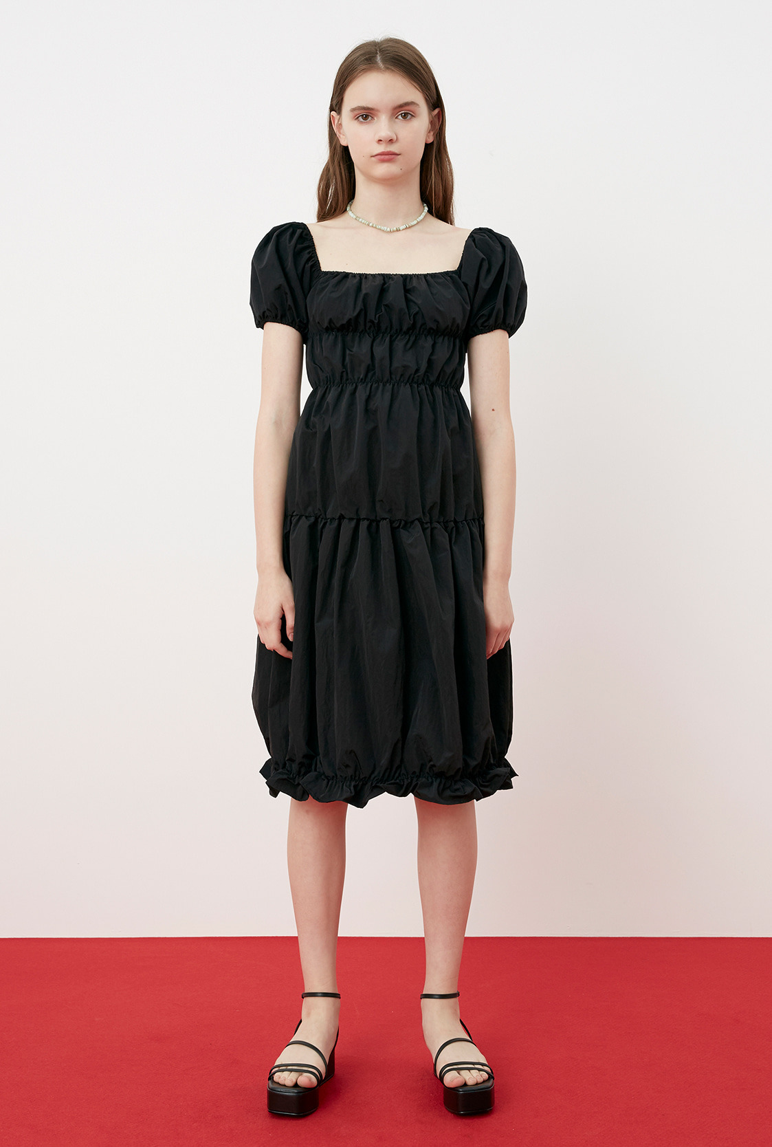 R SQUARE NECK SHIRRING DRESS_BLACK