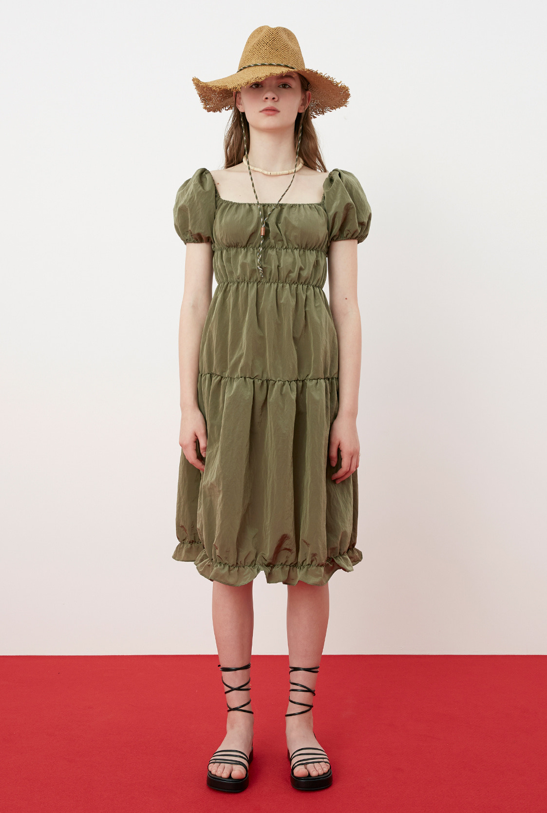 R SQUARE NECK SHIRRING DRESS_KHAKI
