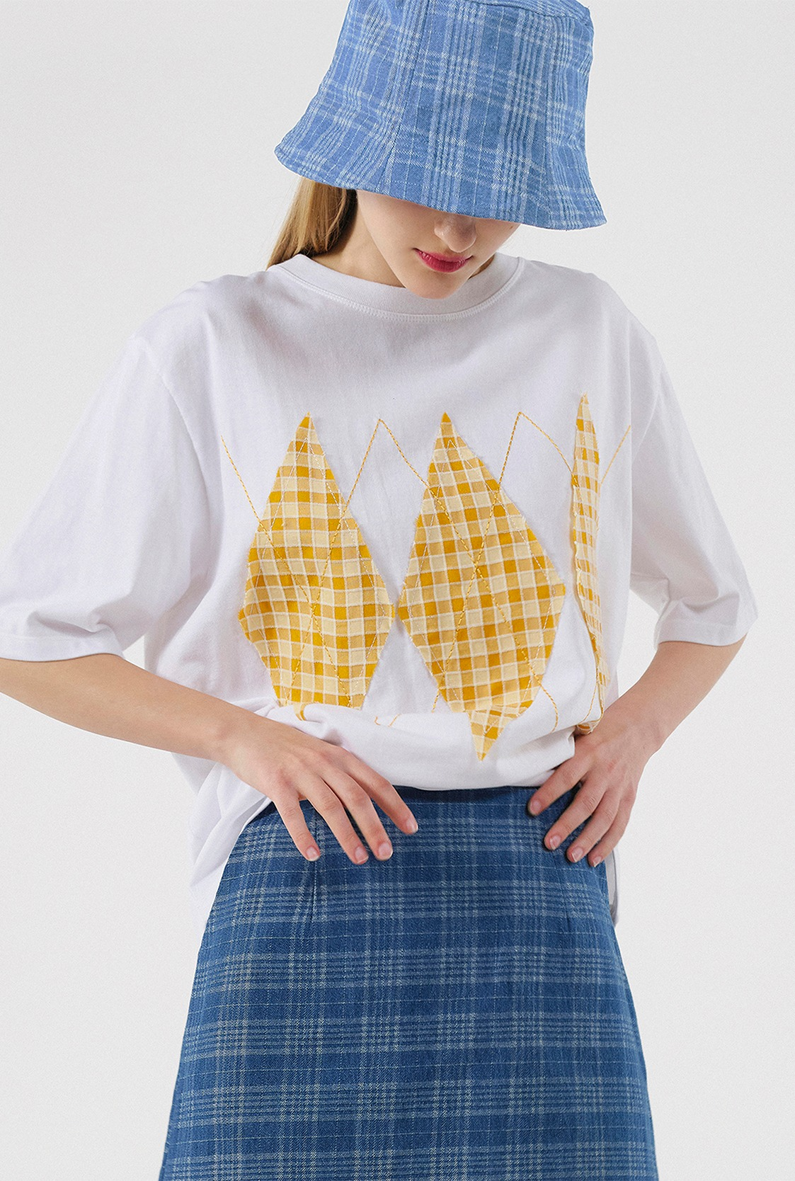 R ARGYLE CHECK PATCH T-SHIRT_WHITE