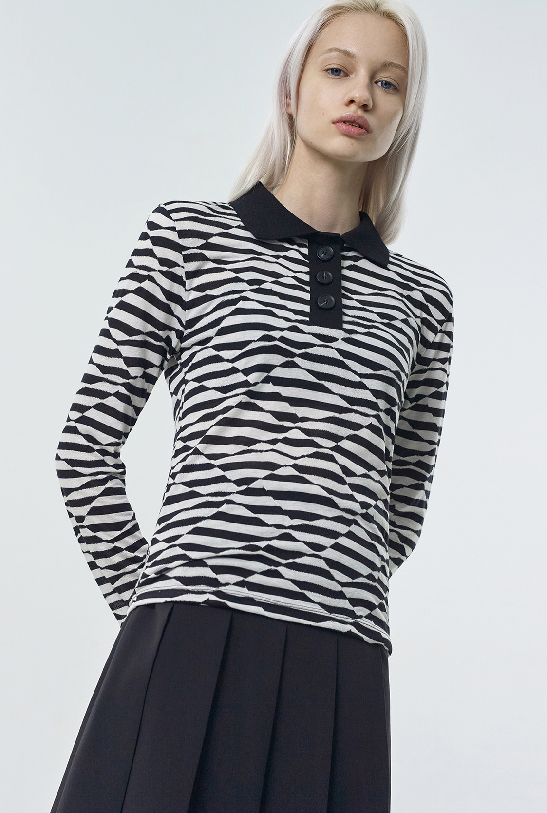 R WAVE PATTERN COLLAR T-SHIRT [2colors]