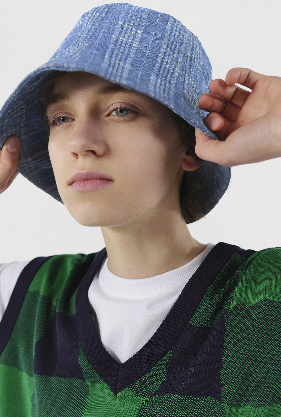 R CHECK DENIM BUCKET HAT